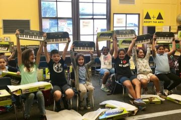 Casio and Adopt the Arts Give the Gift of Music to Los Angeles-Area School (PRNewsfoto/Casio America, Inc.)