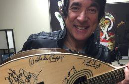 Walfredo with Giannini guitar